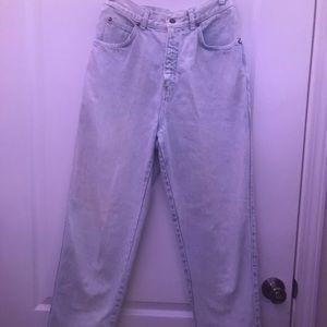 Vintage Levis 900 series mom Jeans